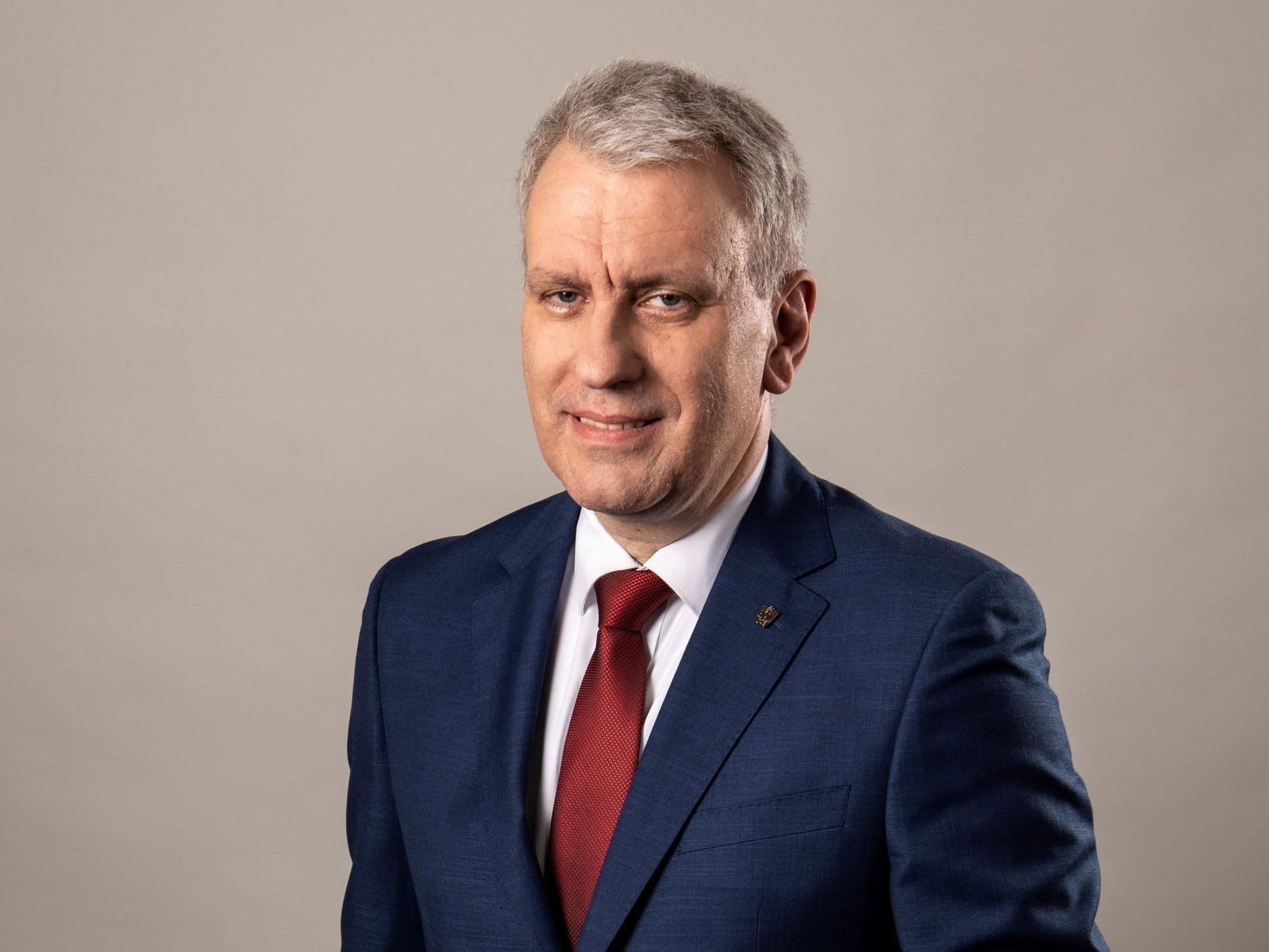 г-ин Петр Фикар
